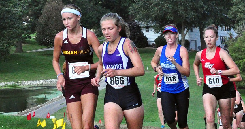 Marissa Kuik (center) led Waldorf, taking 222nd (26:59.4) in Saturday�s Roy Griak Invitational.