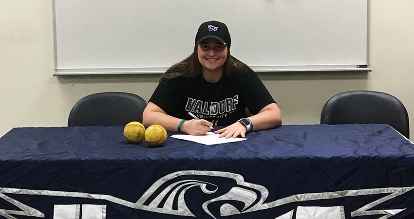 Glenview, Ill. native Peyton Arenson, who's a freshman at Harper College, signed with Waldorf on Feb. 10.