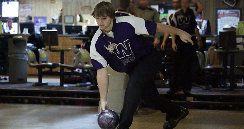 Nicholas Heimerman (above) contributed to Waldorf's 18th-place finish in the USBC Intercollegiate Team Sectionals.